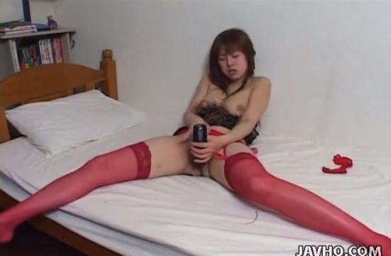 赤ストッキング姿でバイブを挿しテレHで絶叫イキする変態女・無修正