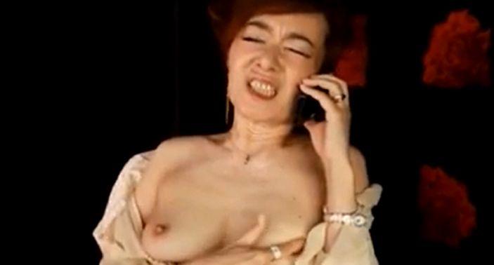 熟れたエロス・真梨邑ケイ、美人秘書が乳首を弄りテレフォンセックス